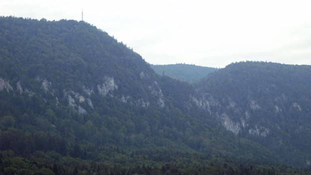 Beat sitzt in der Schweiz und denkt an seine Zeit auf dem Rio Negro. Im Bild der Weissenstein von Oberdorf SO, dem Heimatort des Autors aus gesehen.
