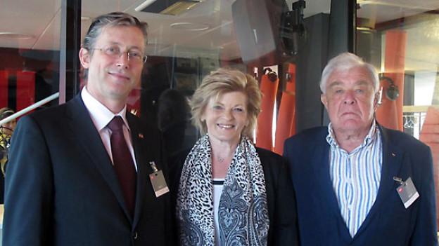 v.l.n.r. Jan Luykx - belgischer Botschafter für die Schweiz und Liechtenstein, Ellen Frick Delman - Konsularagentin für die USA, Karl F.Schneider - ehemaliger Honorargeneralkonsul für Gambia.