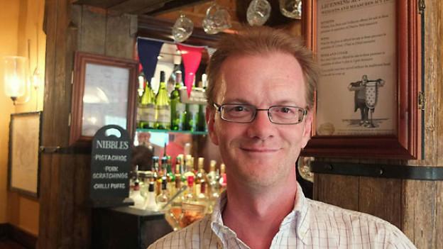 Liebt Ironie und Sarkasmus: Der englische Autor Diccon Bewes, der seit einigen Jahren in der Schweiz lebt.