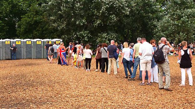 Britische Tugend: Anstehen ohne Stress und Drängeln, hier im Hyde Park.