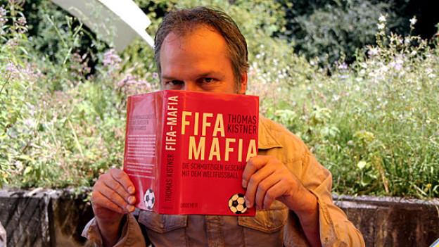 SRF-Literaturredaktor Michael Luisier empfiehlt «FIFA Mafia», weil ihm Fussball genauso am Herzen liegt wie Literatur.