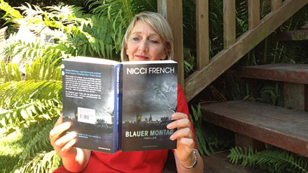 «Blauer Montag» gefällt Literaturredaktorin Luzia Stettler, weil der Roman Hochspannung ohne Brutalität liefert.