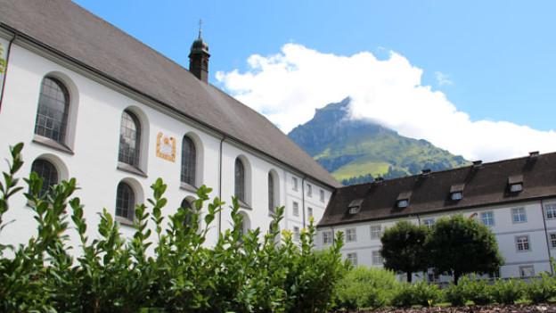 Das Benediktinerkloster Engelberg bietet im Gästehaus 10 Einzel- und 6 Doppelzimmer hinter barocken Mauern.