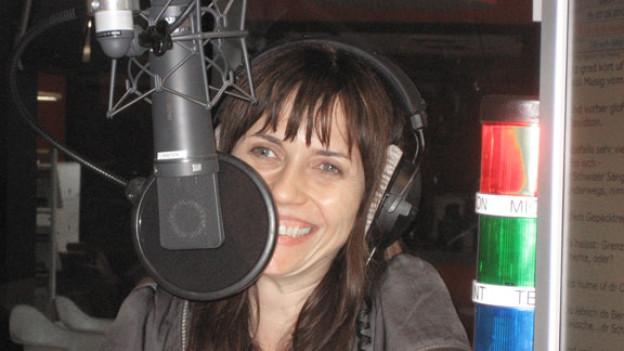 Mia Aegerter fühlt sich wohl im DRS 1-Studio.