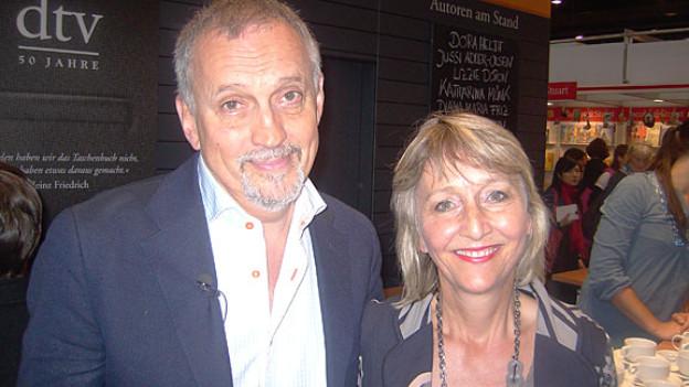 Jussi Adler Olsen mit Literatur-Redaktorin Luzia Stettler.