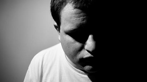 Ein schlechtes Gewissen ist wie ein dunkler Schatten, der einen begleitet. Es einen immer daran erinnert, was man fälschlicherweise getan oder willentlich oder unwillentlich versäumt hat.