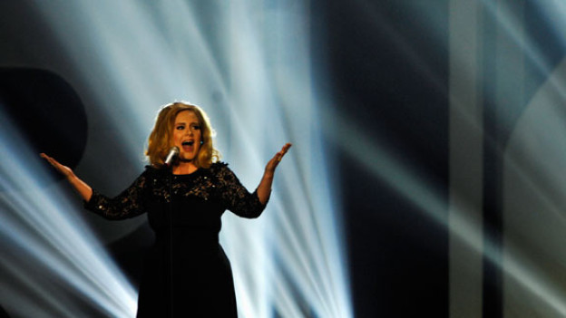 Adele an den BRIT Music Awards 2012.
