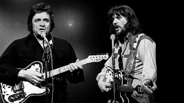 v.l.n.r. Johnny Cash und Waylon Jennings 1978 im Duett.