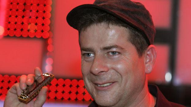 Michael Hirte freut sich 2008 in Köln über seinen Sieg in der RTL-Show «Das Super-Talent».