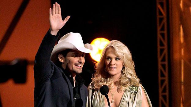 Brad Paisley und Carrie Underwood führen auch dieses Jahr durch die CMA Awards-Show