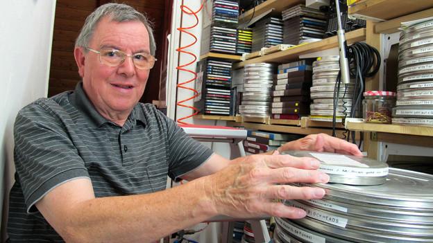 «Oft ziehe ich mich in mein Privatkino zurück und schaue mir einen Laurel & Hardy-Film an»: Wenn andere Menschen eine DVD einschieben, spannt sich Hans Speri einen 8mm-Film in den Projektor.