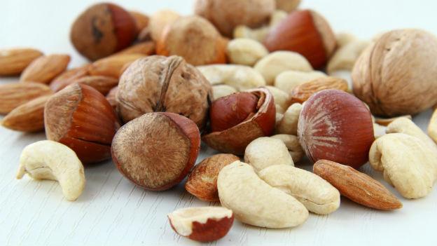 Eine Handvoll Nüsse pro Tag ist gesund und hilft beim Abnehmen.
