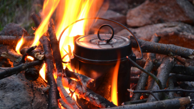 Der Suppe mit Spatz sagt man auch «Pot au Feu», also Topf auf dem Feuer.