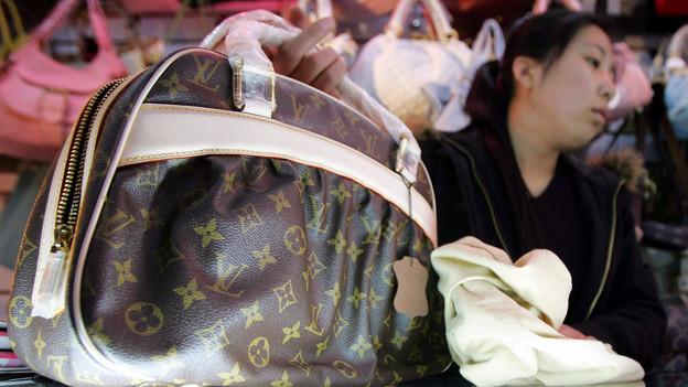 Fälschung einer Louis Vuitton-Tasche in Beijing.