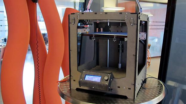 Und so sieht der 3-D-Drucker aus.