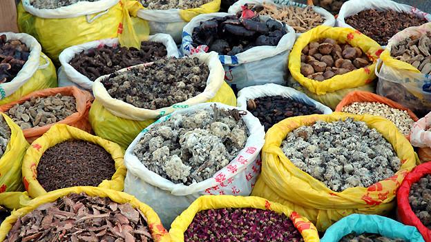 Tibetische Arznei besteht grösstenteils aus getrockneten Pflanzen.