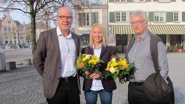 v.l.n.r. Daniel Hitzig, Gabriele Hofmann-Schmid und Tony Burgener