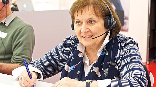 Anita Schärmeli in der Sammelzentrale Bern.