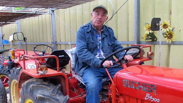 Der 79-jährige Georg Jäggin sammelt leidenschaftlich Grunder-Landwirtschaftsmaschinen.