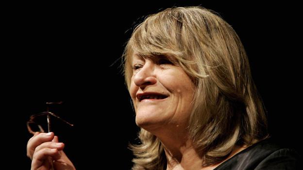 Die Deutsche Frauenrechtlerin und «Emma»-Herausgeberin Alice Schwarzer bei einer Lesung im Schauspielhaus Zürich 2005.g