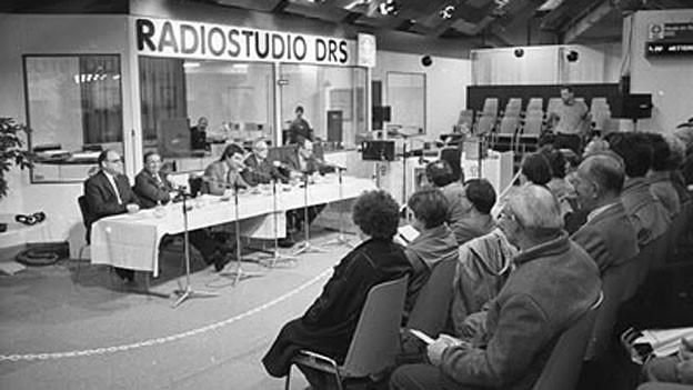 Aussenauftritt von SRDRS an der Messe Basel, 1986.