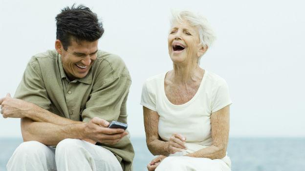 Leben Lachende länger? Auf jeden Fall leben sie fröhlicher.