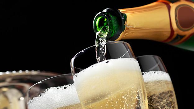 Ein leises «Plopp» ist mehr gefragt als ein grosser Knall beim Öffnen einer Champagnerflascher.