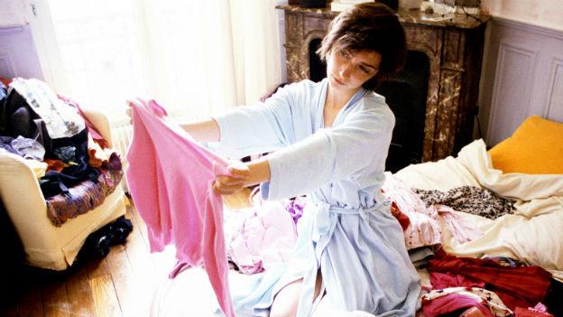 Unordnung bei den Kleidern? Wichtig: Ein Kreislauf schaffen. Dreckige Wäsche kommt in den Korb, saubere in den Schrank.