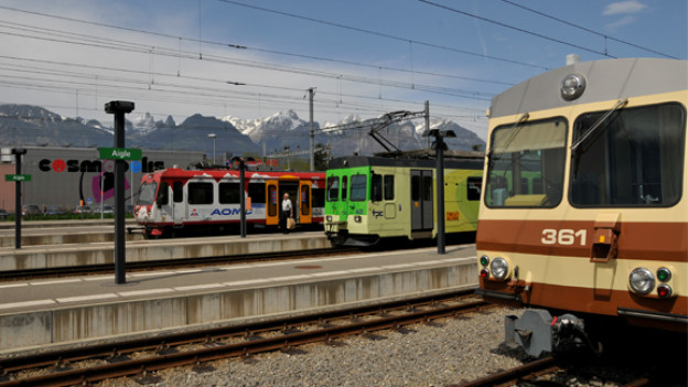 Ein Bahnhof mit drei Bergbahnen macht Aigle zu einem lebendigen Ort der Bahnhkultur.