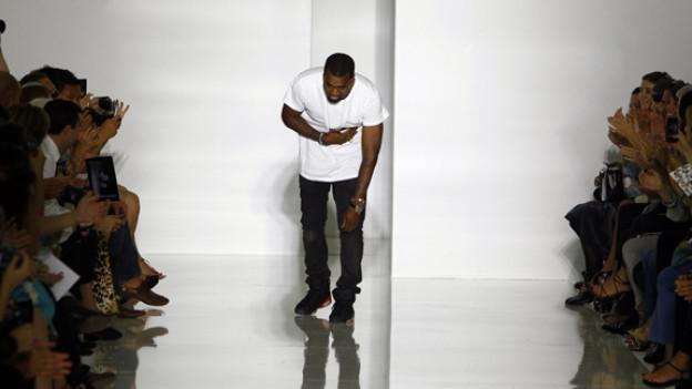 Applaus für Kanye West nach seiner Show in Paris.