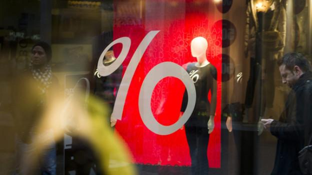 Die Läden mit den grossen «Sale»-Schriftzügen unbedingt meiden, meint unser Ausverkaufs-Trüffelschwein.