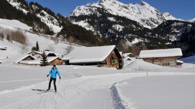 Im Gadmertal sagen die Langläuferinnen dem Winter adieu (Bild vom 22/3/12 © Dres Balmer)