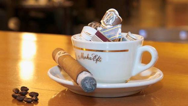 Statt Kaffeeklatsch gibts Zigarrenstunde.