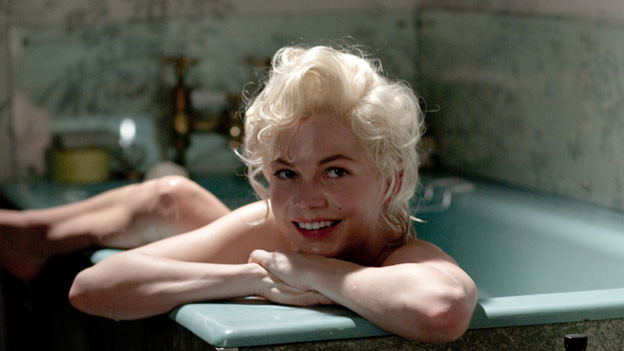 Michelle Williams alias Marilyn Monroe hat in der Badewanne gut lachen.