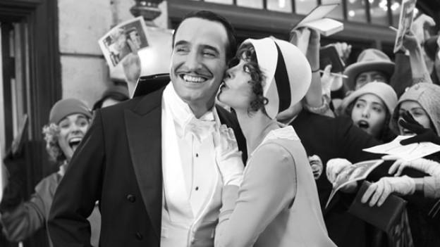 Ein Kuss, der die Filmwelt verändert: Hollywood-Star George Valentin (Jean Dujardin) und Statistin Peppy Miller  (Bérénice Bejo).