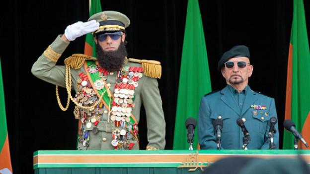 General Aladeen (Sacha Baron Cohen) und sein Berater, Onkel Tamir (Sir Ben Kingsley).