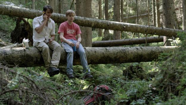 Gefilmt in der Nähe von Flims: die Wolfsforscher Greg (Oliver Walker) und Michael (David Osmond).