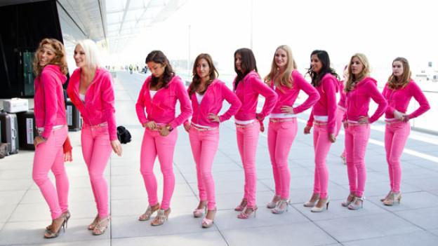 Am Flughafen Kloten: Vor dem Abflug ins Missencamp ist die Welt noch rosarot, danach wird sie blutrot.