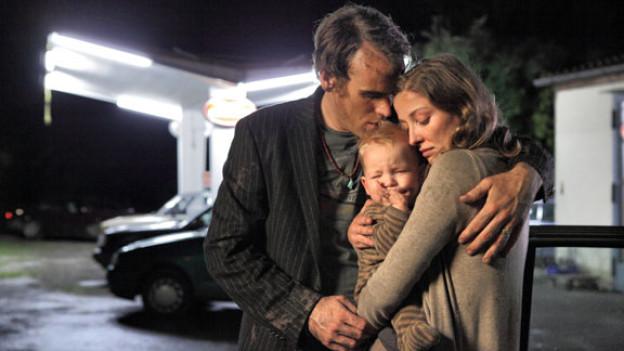 Livia (Alexandra Maria Lara) und Marco (Sebastian Blomberg) mit ihrem Schreibaby Tim.