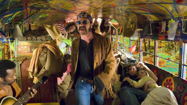 «Across the Universe»: Bono alias Dr. Robert führt die «Magical Mystery Tour» an und singt «I am the Walrus».