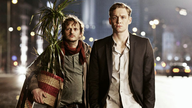 Paul (Matthias Schweighöfer, rechts) hat Toto (Milan Peschel) am Hals, seit er ihn im Auftrag seiner Freundin aus deren Wohnung spediert hat.