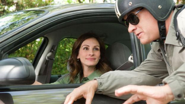 Mercedes Tainot (Julia Roberts) lässt für ihren Rhethorik-Schüler Larry Crowne (Tom Hanks) nicht nur die Scheibe runter.