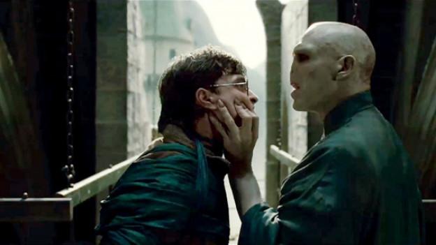 Das letzte Duell zwischen Harry Potter (Daniel Radcliffe) und Lord Voldemort (Ralph Fiennes).
