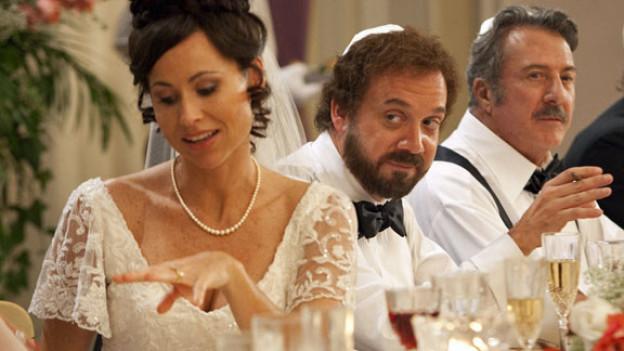 Barney (Paul Giamatti) feiert mit seiner 2. Frau (Minnie Driver) und seinem Vater (Dustin Hoffman, rechts).
