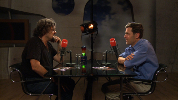 Musiker Bühne Huber trifft auf Schriftsteller Peter Stamm.