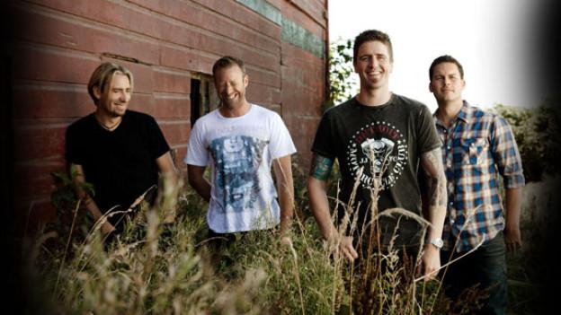 Hitparaden-Moderator Nik Thomi sprach mit Nickelback-Bassist Mike Kroeger über das Leben auf Tour.