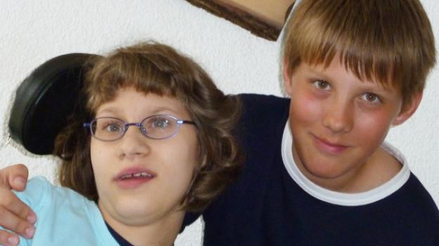 Dario Graf und seine schwer behinderte Schwester Corinne