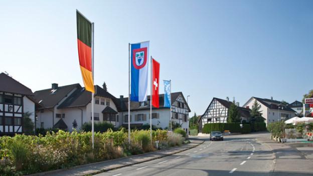 Umgeben von Zürich, Schaffhausen und Thurgau liegt die deutsche Enklave Büsingen.