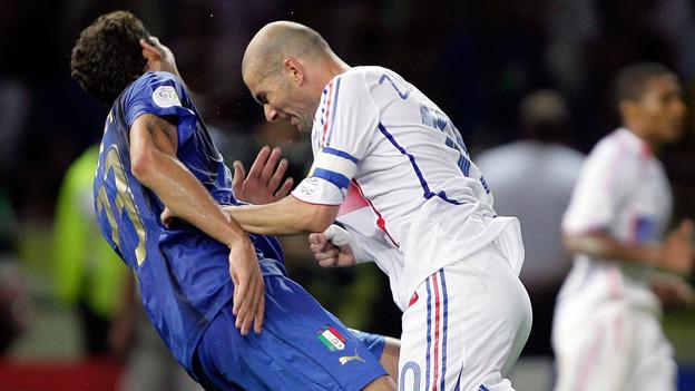 Materazzi fluchte, Zidane rastete aus. Die Szene der Fussball-WM 2006.