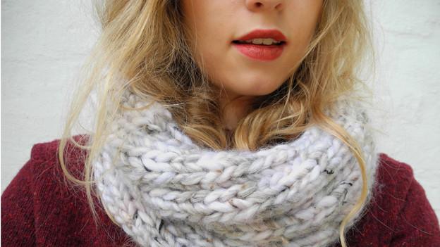 Im Trend: Gestrickte, voluminöse Schals.